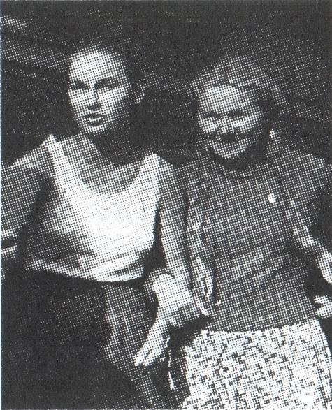 В.И. Титова (справа) на целине