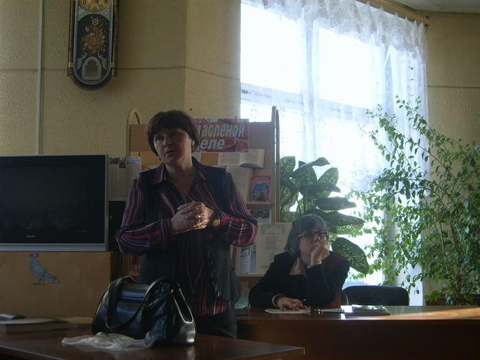 """В.Г. Толкунова рассказывает о своей книге """"Хранители памяти: мемориальные доски города Владимира"""""""