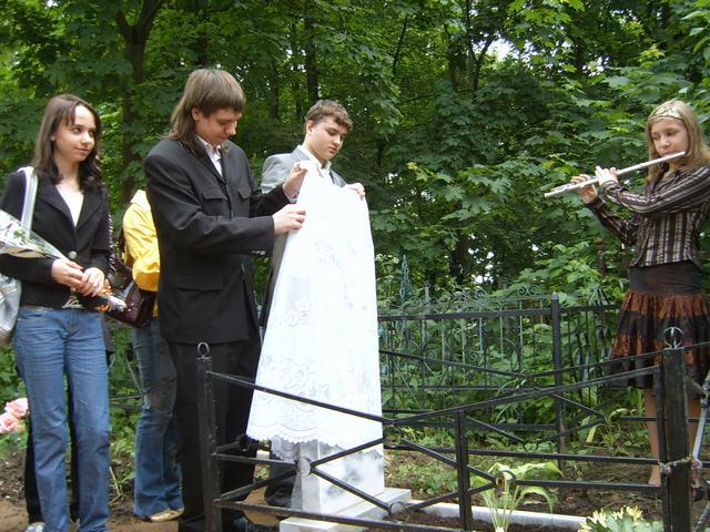 открытие памятника на могиле врача С.А. Тихоновой