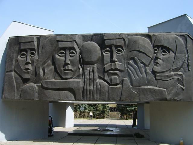 металлическое панно на Мемориале
