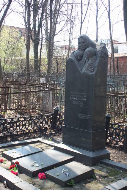 надгробие на могиле М.В. Ворошиловой